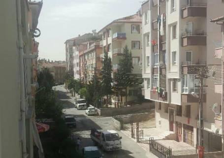 Etimesgut 30 Ağustos Mah. bazı sokaklarında elektrik telleri tehlike saçıyor..