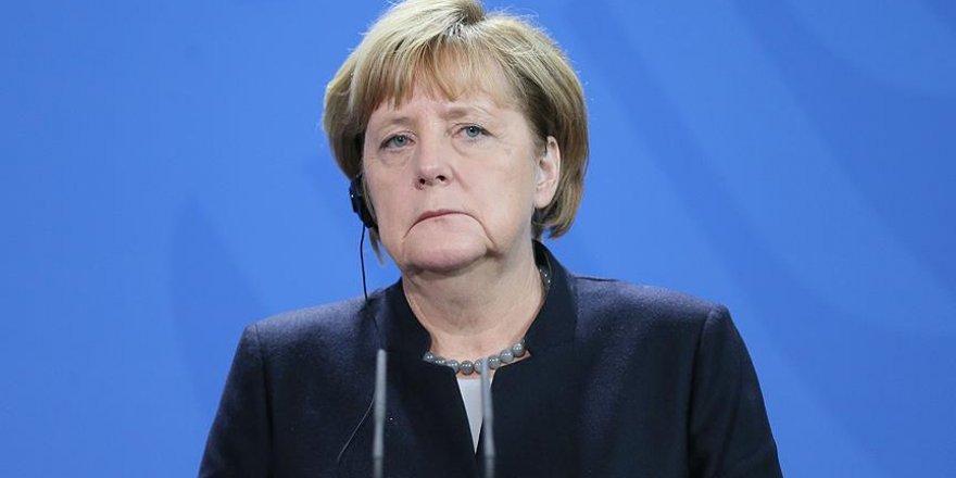 Merkel'e kötü haber! Sürpriz karar
