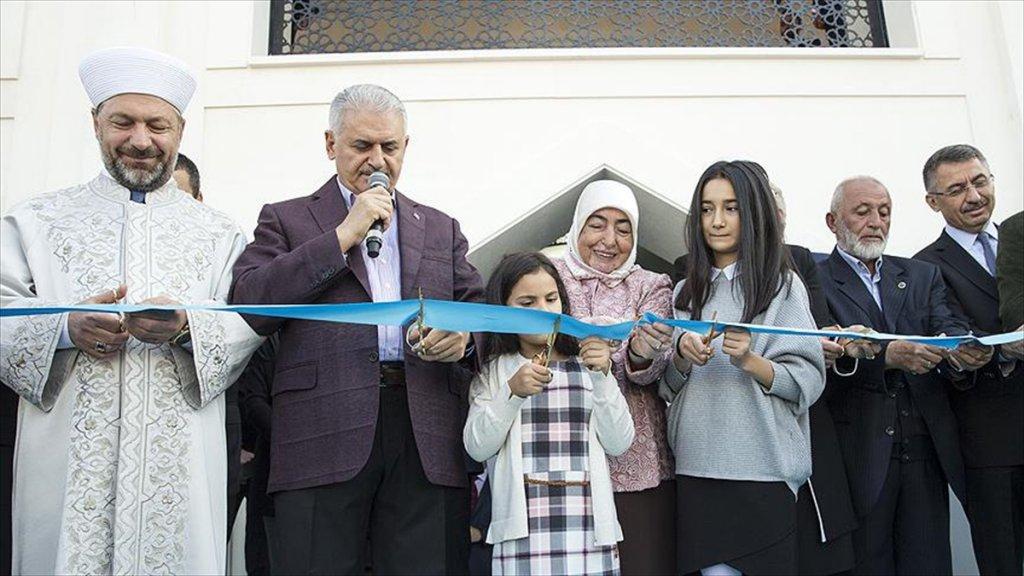Başbakan Yıldırım Amine Hatun Camisi'nin açılışını yaptı