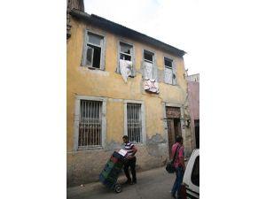 Ruined Slums Turn İnto Dormitories For Migrants İn İzmir