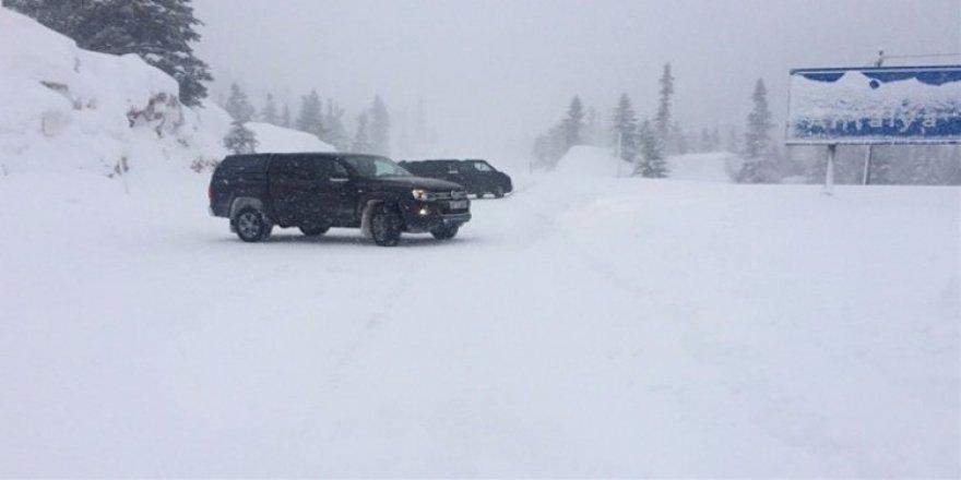 Antalya-Konya yolu kar yağışı nedeniyle kapandı