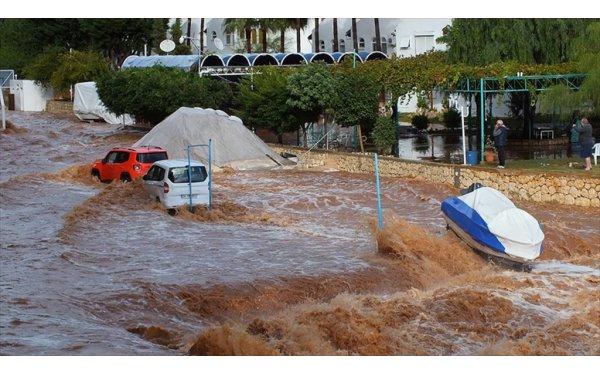 Mersin'de Şiddetli Yağış Dereleri Taşırdı