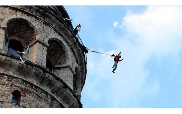 Ekstrem Sporcu Cengiz Koçak Galata Kulesi'den 'atladı'