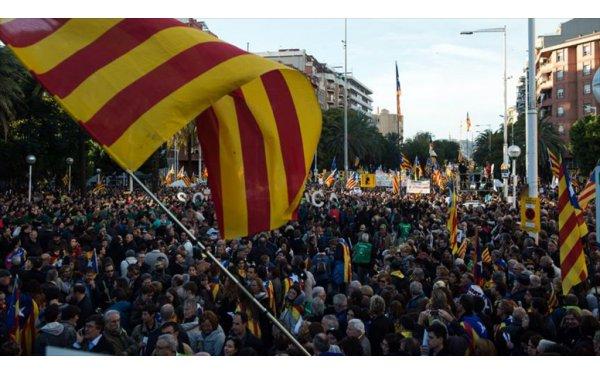 Barselona'da Tutuklu Katalan Siyasetçilerin Serbest Kalması İçin Protesto