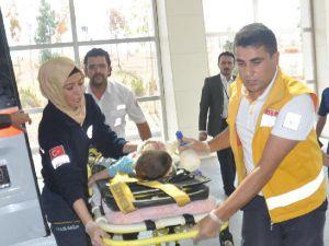 1.5 Yaşındaki Çocuk, 2'nci Kattan Düşüp Yaralandı
