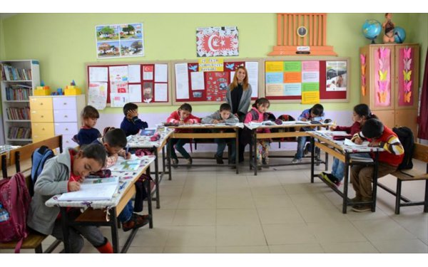 Ücra Köylere Atanan Öğretmenler GönüllerdeTaht Kurdu