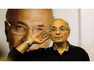 """Mısır'da Şefik'in adaylık açıklamasına """"siyasi deprem"""" ve """"beklenmedik durum"""" yorumları"""