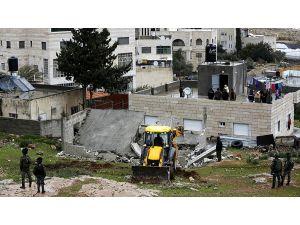 İsrail askerleri Filistinli tutuklunun ailesine ait evi yıktı
