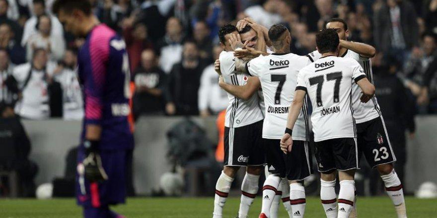 Yılın son derbisinde kazanan Beşiktaş