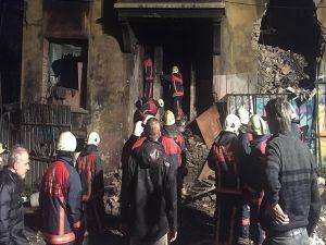 Beyoğlu'nda Metruk Binada Çökme