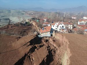 Bolu'da Heyelan Sonrası Hasar Tespit Çalışmaları Başlatıldı