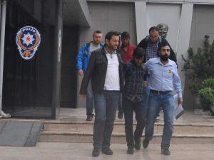 Polis, Şüphe Üzerine Takip Ettiği Dolandırıcıları Yakaladı