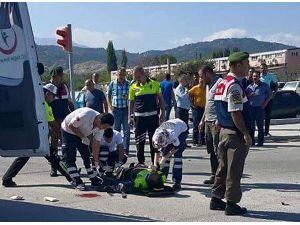 Kaza Sonrası Trafiği Düzenleyen Polise Otomobil Çarptı