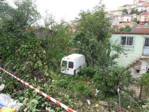Minibüs Bahçeye Uçtu: 1 Yaralı
