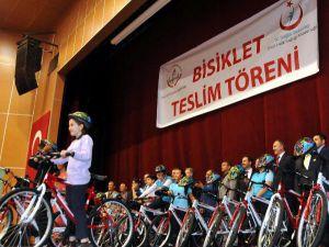 Sivas'ta, Obeziteye Karşı Öğrenciler İçin Bisiklet Dağıtıldı