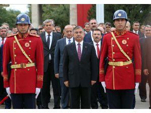 Yeni Yasama Yılı Nedeniyle Tbmm Atatürk Anıtı'na Çelenk Konuldu