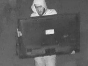 Lokantadaki Televizyon Hırsızlığı Güvenlik Kamerasında
