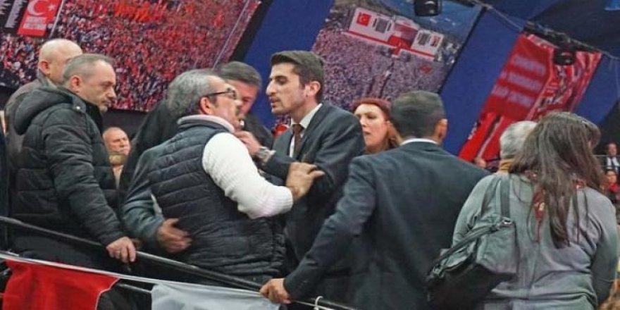 CHP İstanbul Kongresi'nde kavga çıktı!