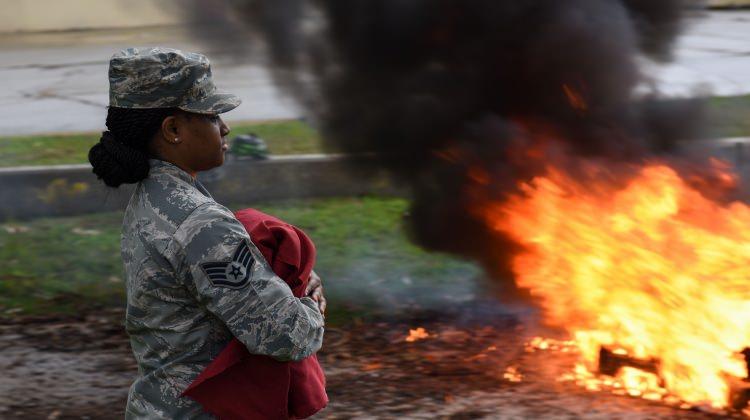 ABD askeri İncirlik'te bayrak yaktı!