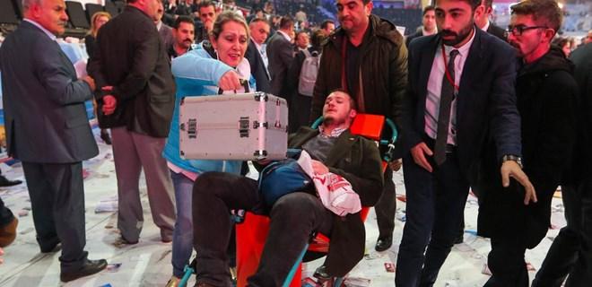 CHP kurultayında çok sayıda kişi zehirlendi
