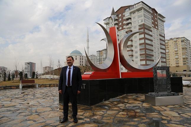 ETİMESGUT'TA 3 HİLAL'İN ANITI DİKİLDİ