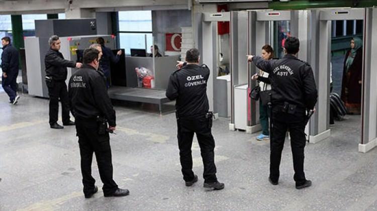 Ankara'da sıcak dakikalar... valisi silahını kuşandı, ortaya çıkardı