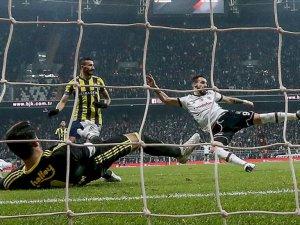 Derbide 3 Kırmızı Kart, 4 Gol Var Kazanan Yok (Beşiktaş 2-2 Fenerbahçe)