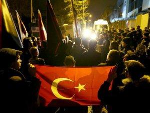 Türk İş Adamının Dubai'de Gözaltında Alınması Protesto Edildi
