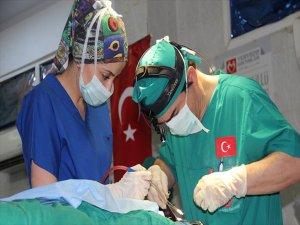 Türk Doktorları Sudan'da 100 Ameliyat Yapacak