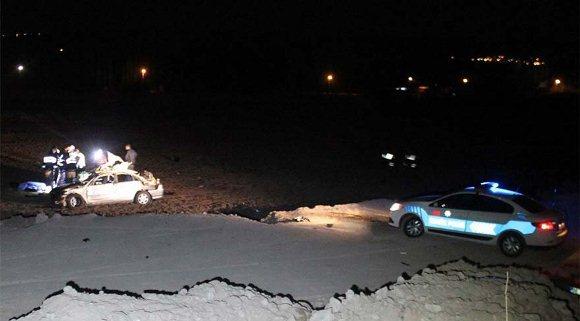 Trafik kazası: Özel Harekat Polisi Şehit olurken, 2 Asker yaralandı.
