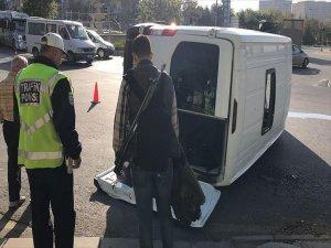 Askeri Servis Aracı İle Otomobil Çarpıştı: 5 Yaralı