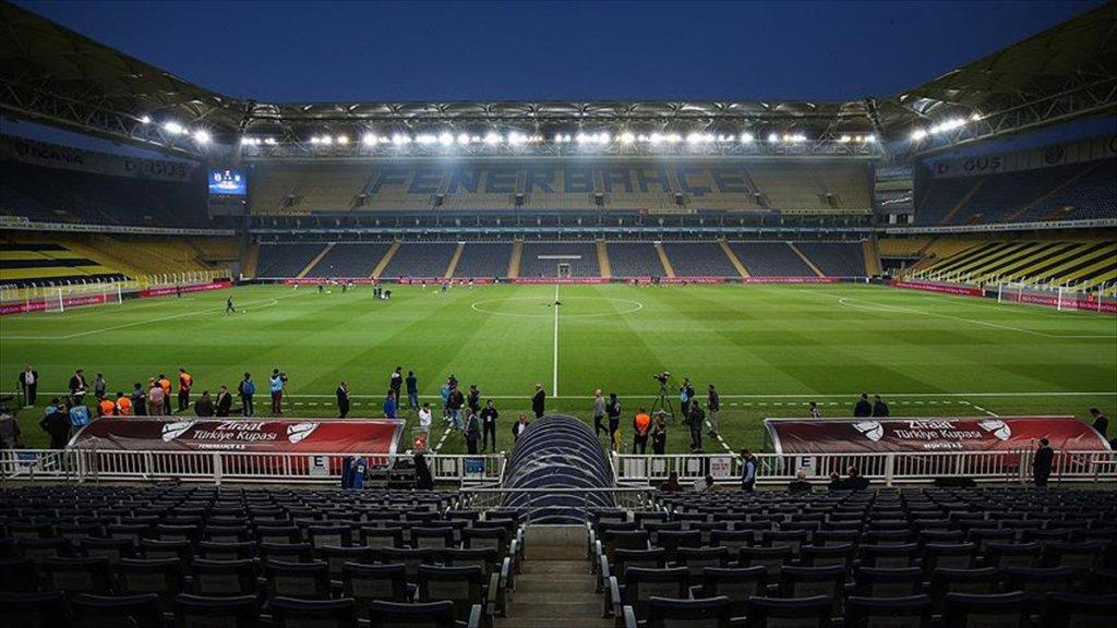 Beşiktaş Sahaya Çıkmadı, Derbi İptal Edildi