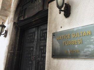 Isınmak için Hatice Sultan'ın türbe kapısını yaktı