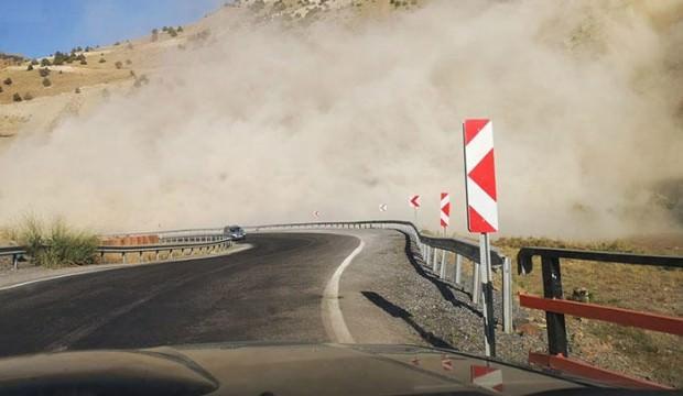 Yolu bir anda toz kapladı... Büyük panik