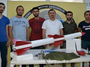 Öğrencilerden Yük Taşıyan Roket