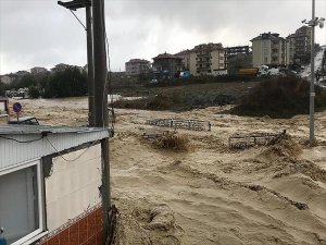 Sakarya ve Kocaeli'de Sağanak Yağış Sele Yol Açtı