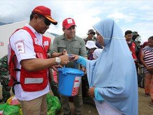 Türk Kızılayı Endonezyalı Afetzedelere Yardım Dağıttı