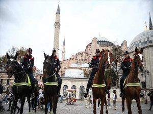 İstanbul'da 'Atlı Birlikler' Devriyeye Başladı