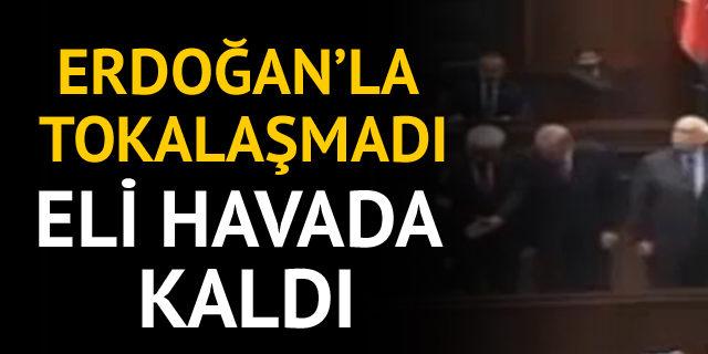 Erdoğan'la tokalaşmadı!