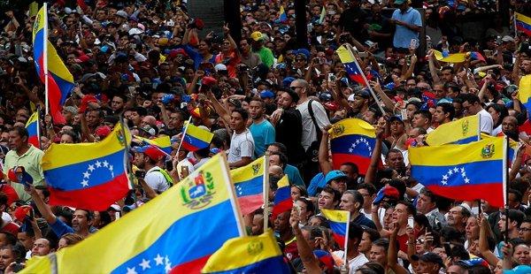 Guaido, Venezüella'ya döndü
