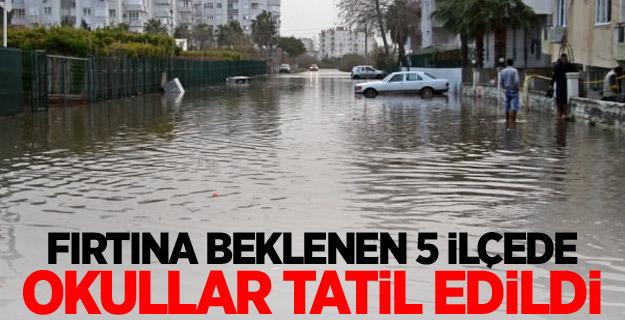 Antalya'nın 5 ilçesinde  okullar tatil edildi.