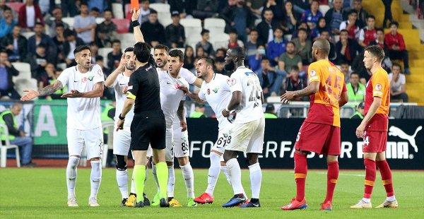 Galatasaray ve Akhisarspor PFDK'ye Sevk Edildi