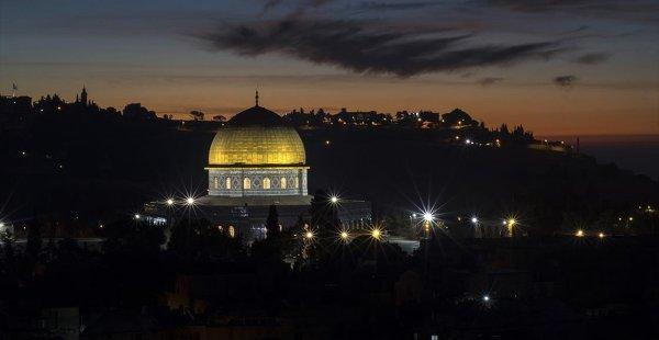 Mescid-i Aksa'da Şiir Akşamı