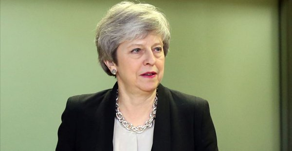 İngiltere'de Theresa May İstifa Baskısı Altında