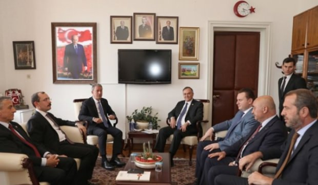 Bakan Akar'dan MHP Grubuna ziyaret