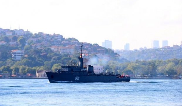 Rus askeri gemileri peş peşe 'Boğaz'dan geçtiler