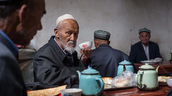 ÇİN sapıttı: Uygurlar Türk kökenli değil, İslam Araplar tarafından dayatıldı
