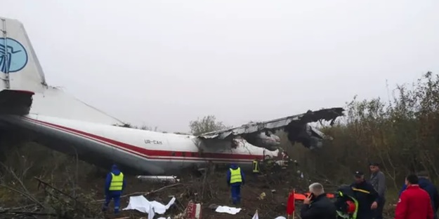 İstanbul'a gelen uçak düştü! Çok sayıda ölü var
