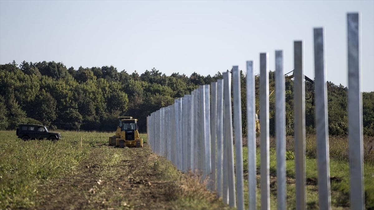 Avrupa mültecilere karşı yeni Berlin Duvarları inşa etti