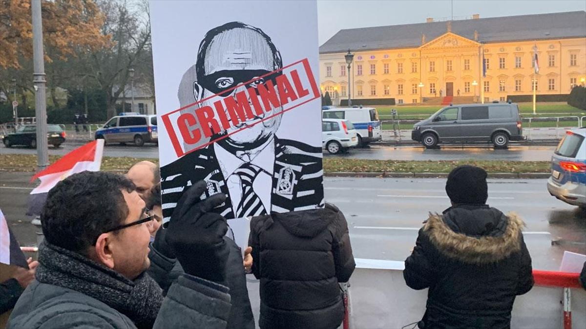 Mısır Cumhurbaşkanı Sisi Almanya'da protesto edildi